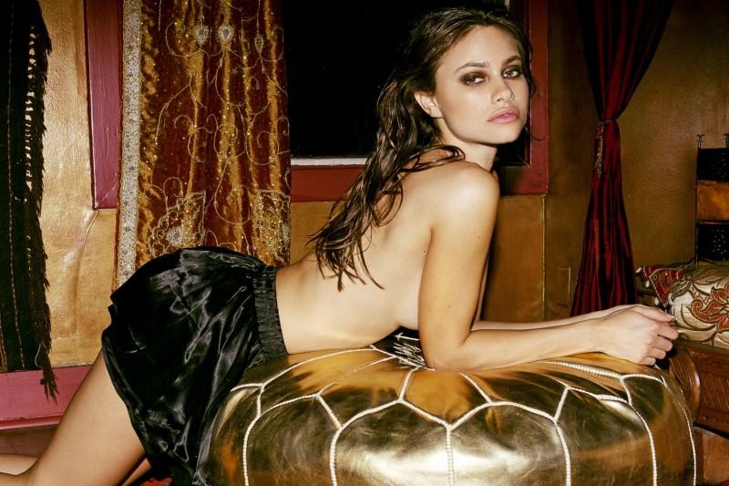 yara-khmidan-topless-nude-photo-by-ted-emmons-02