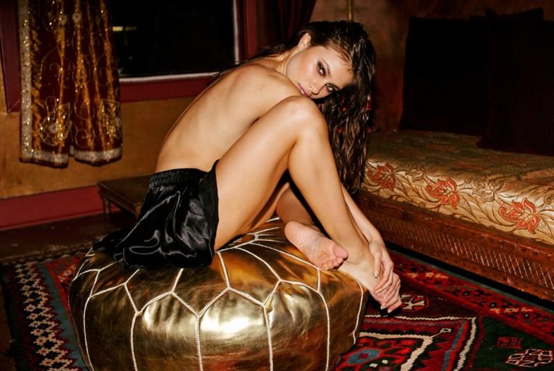 yara-khmidan-topless-nude-photo-by-ted-emmons-03