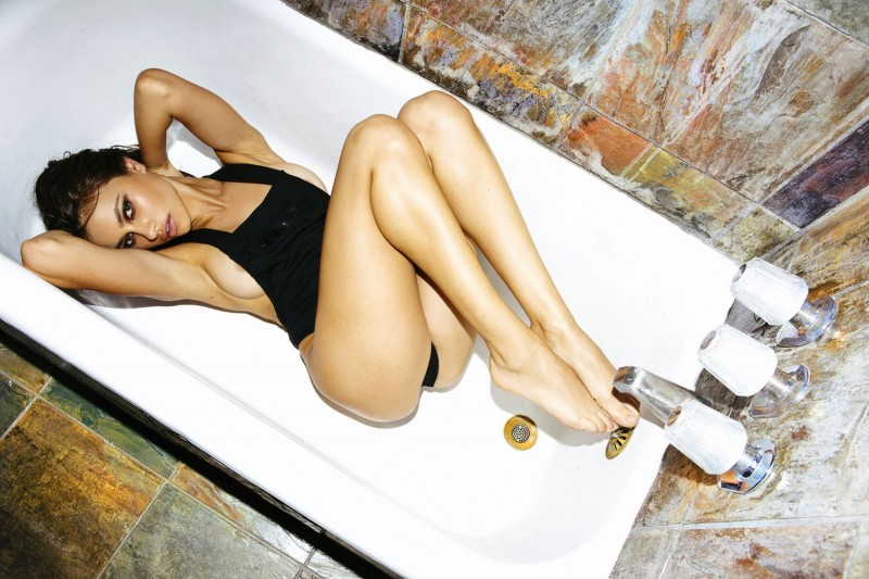 yara-khmidan-topless-nude-photo-by-ted-emmons-06