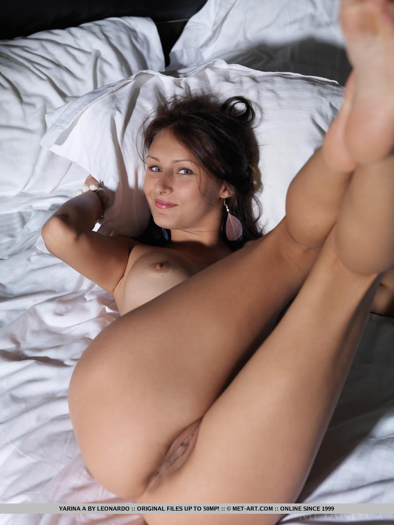 yarina-a-sneakers-bedroom-metart-15