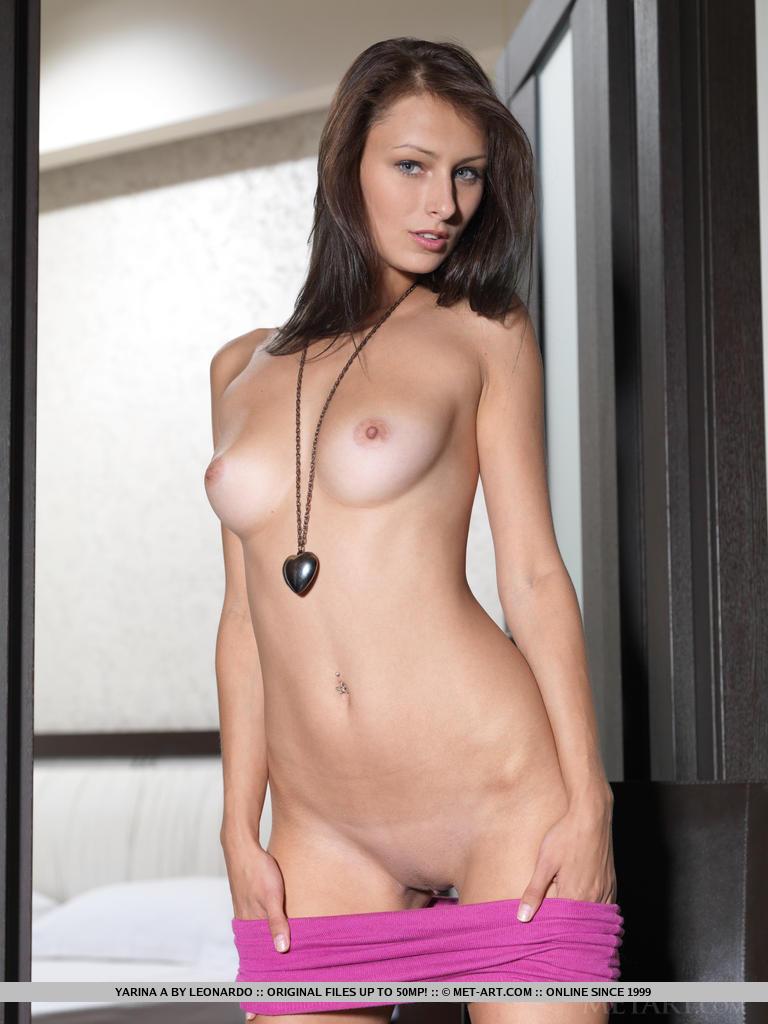 yarina-a-chair-nude-metart-09