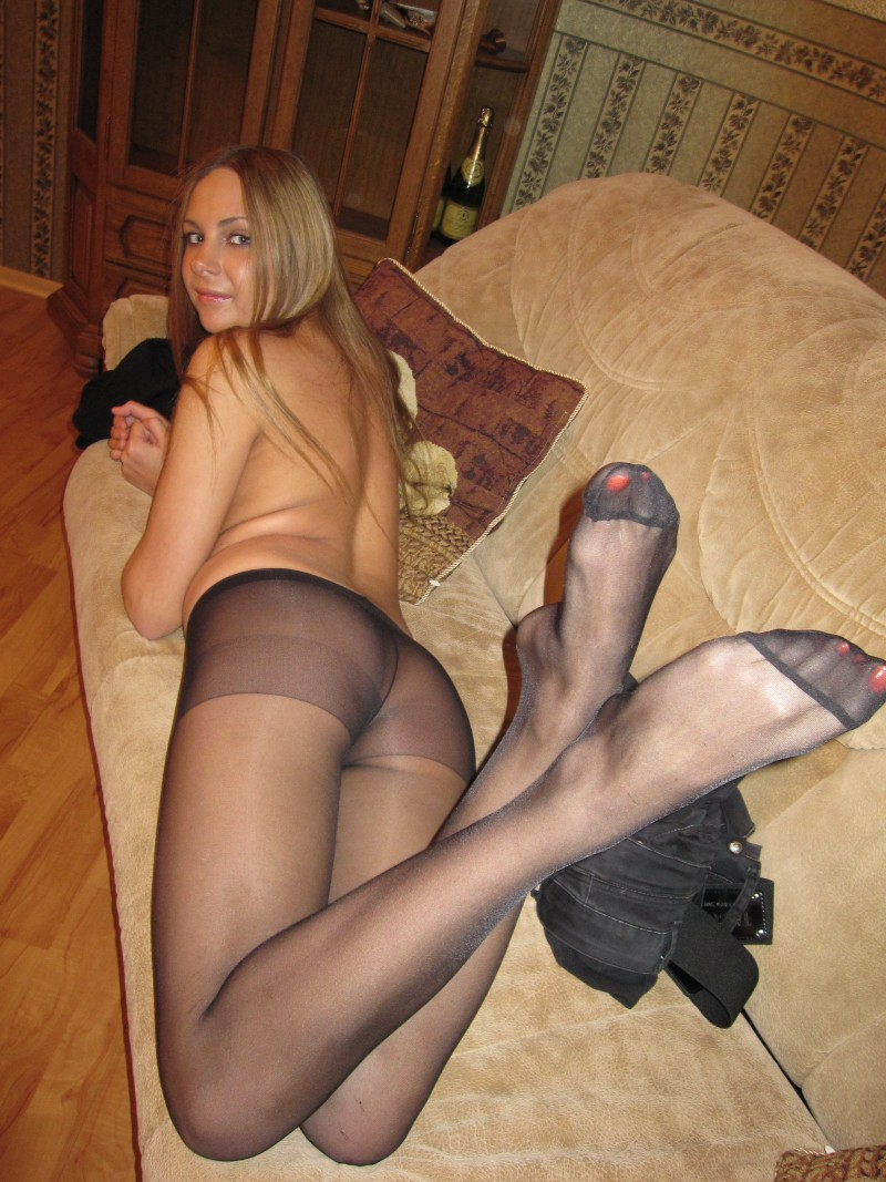 Amateur Dating Pics Females In Pantyhose At Home