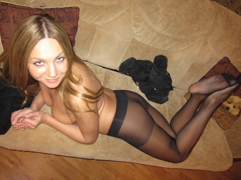 amateur-naked-girl-in-pantyhose-07