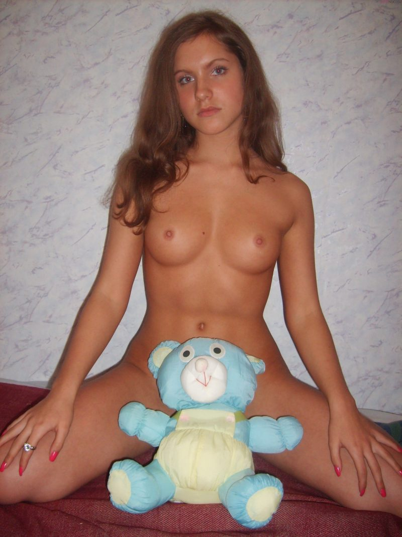 young-nude-amateur-russian-cute-girl-21