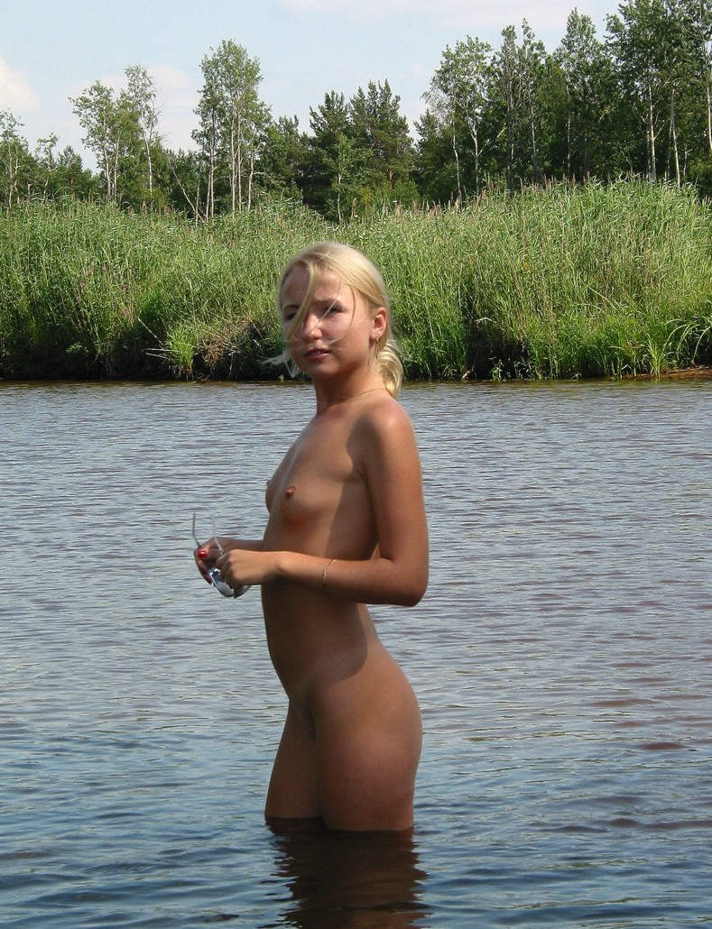 young-blonde-by-the-lake-11