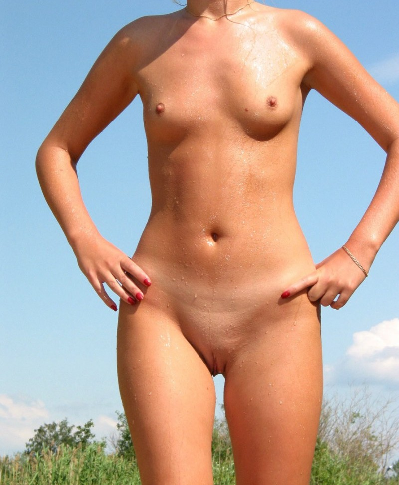 young-blonde-by-the-lake-18