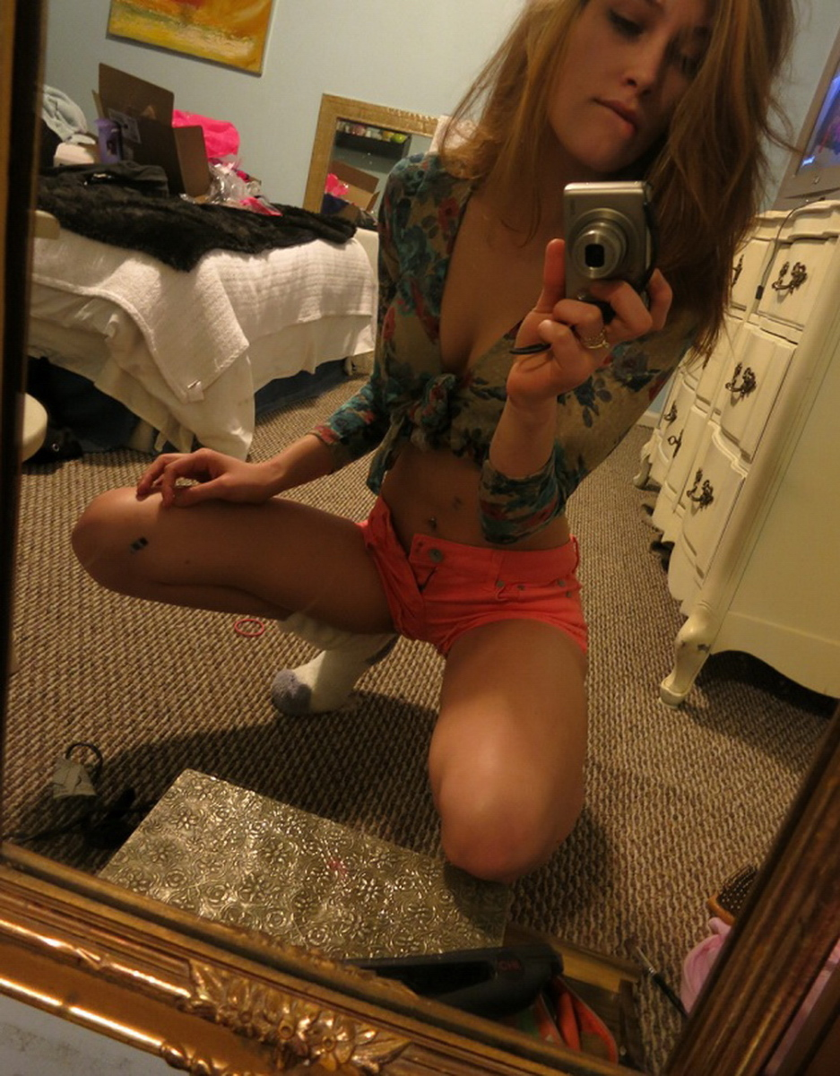 young-amateur-girl-sefie-nude-mirror-smoking-weed-30