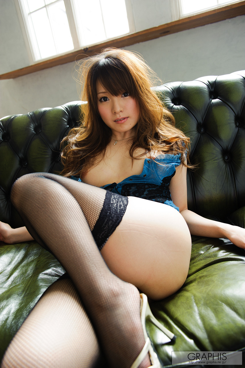 yui-hinata-fishnet-stockings-naked-graphis-06