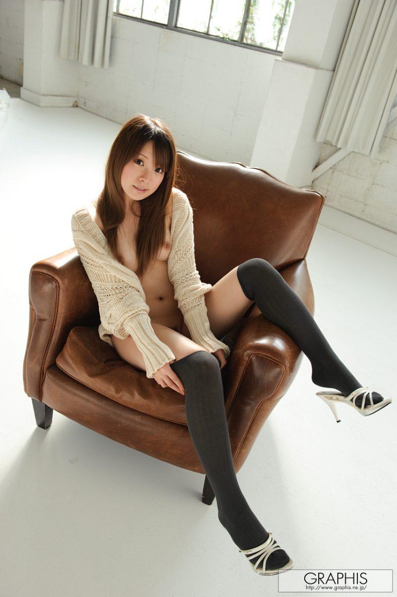 yui-hinata-knee-socks-armchair-graphis-05