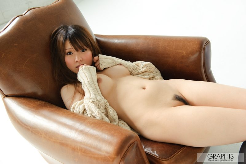 yui-hinata-knee-socks-armchair-graphis-11