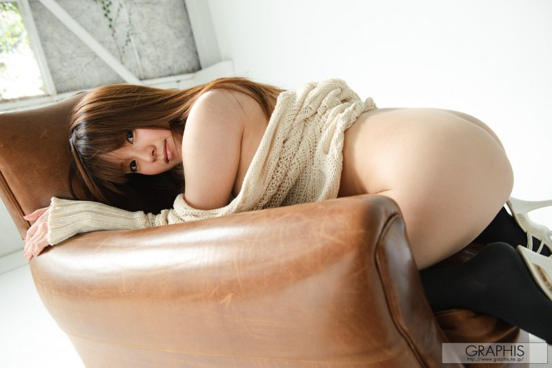 yui-hinata-knee-socks-armchair-graphis-13