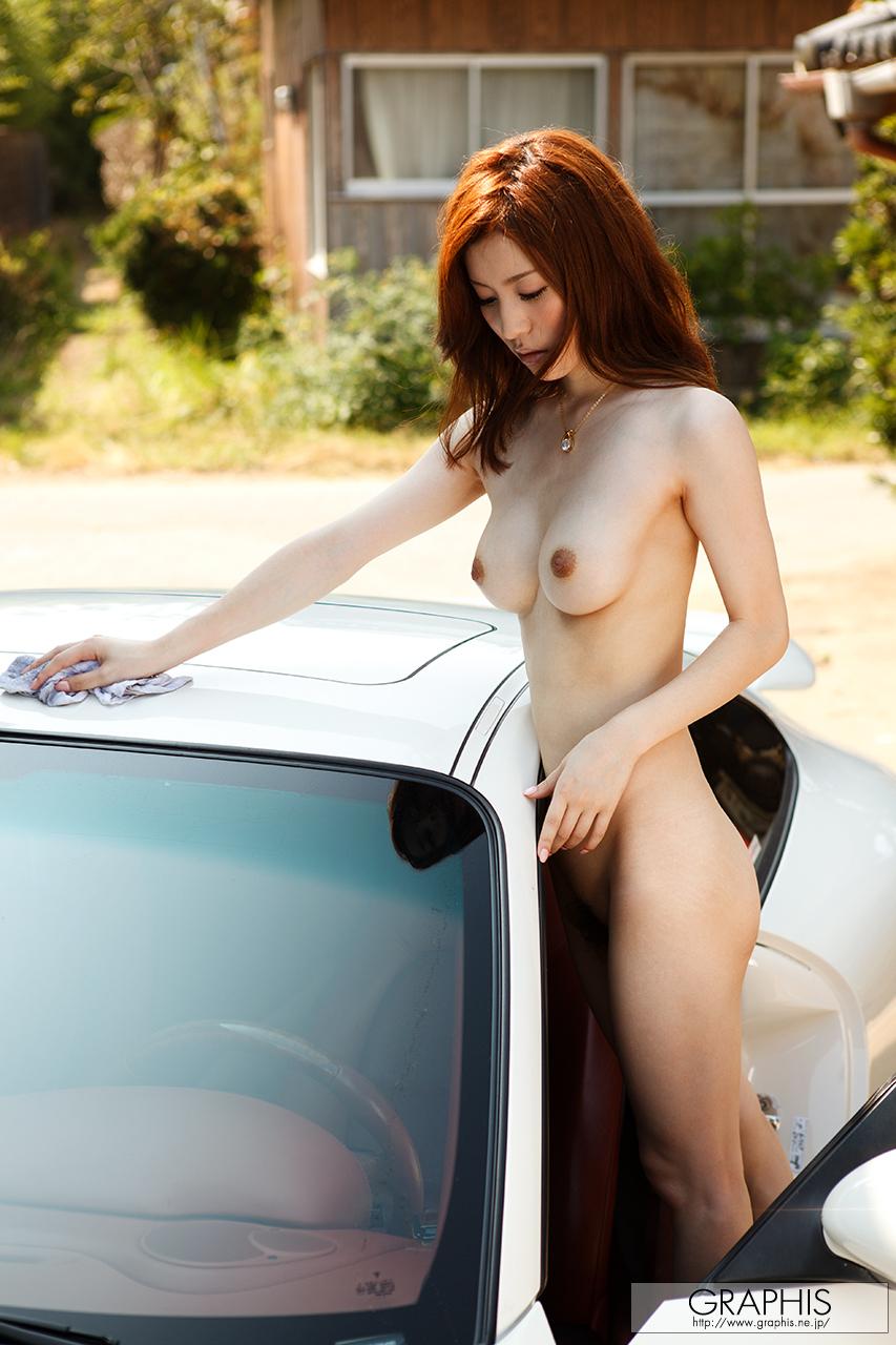 yuria-ashina-nude-carwash-porsche-carrera-graphis-26