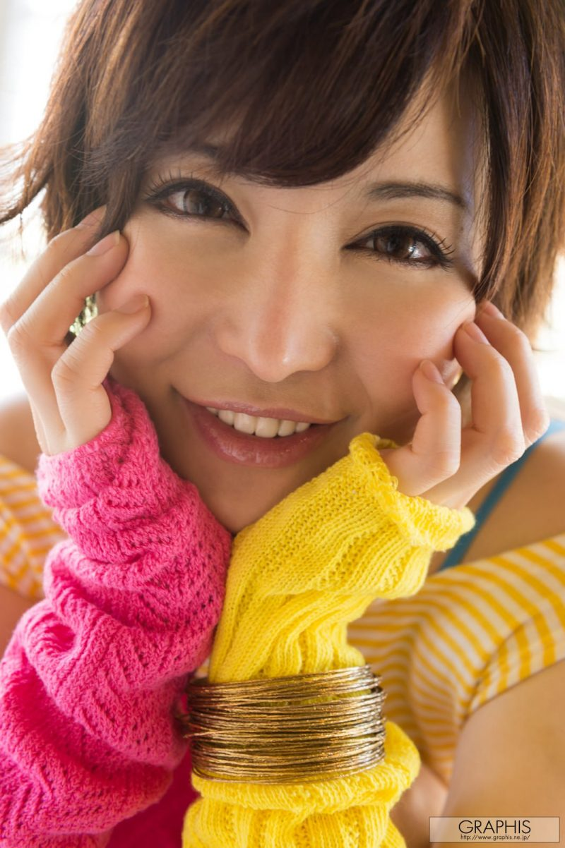 yuria-satomi-colorful-outfit-nude-graphis-19