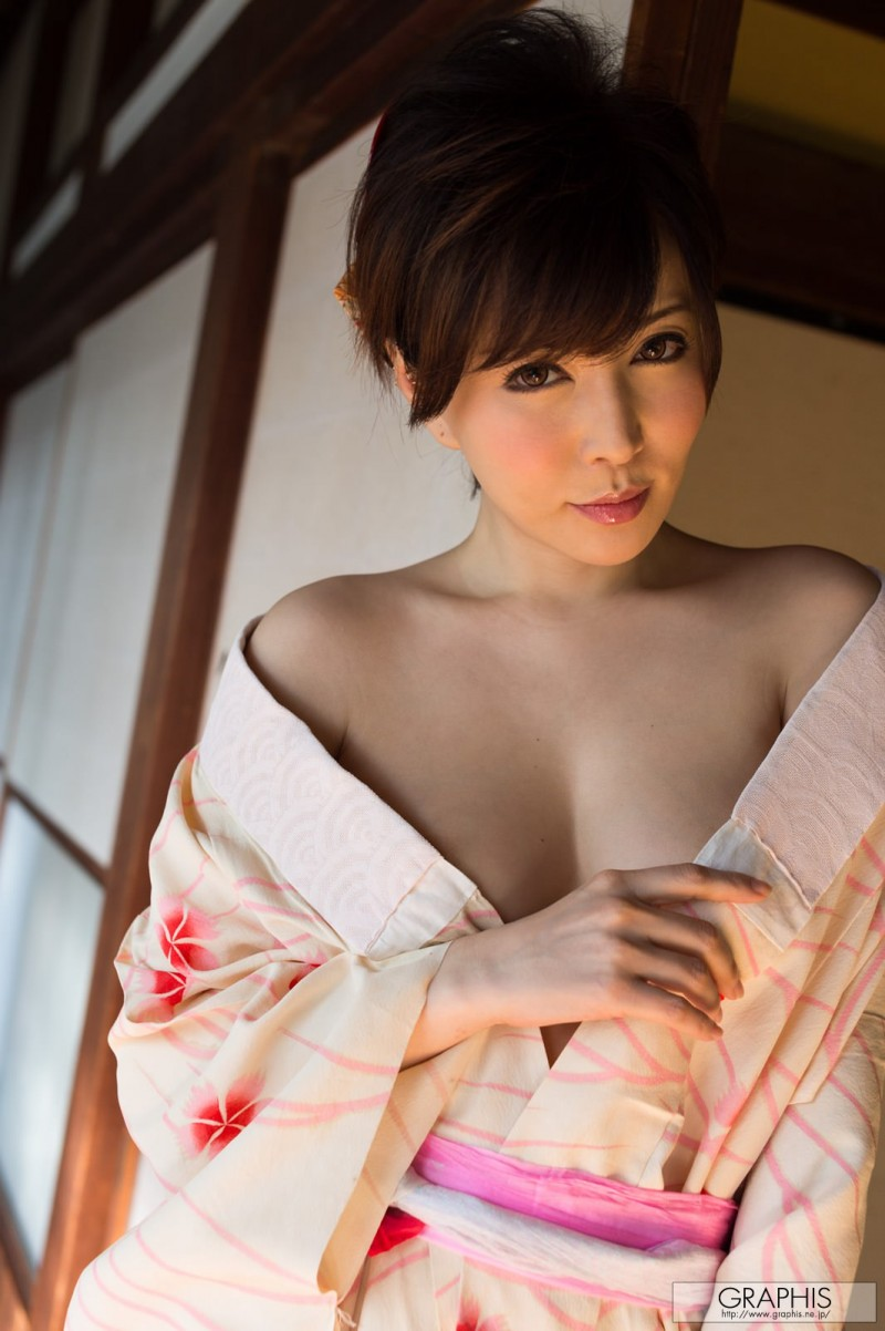 yuria-satomi-nude-kimono-graphis-04