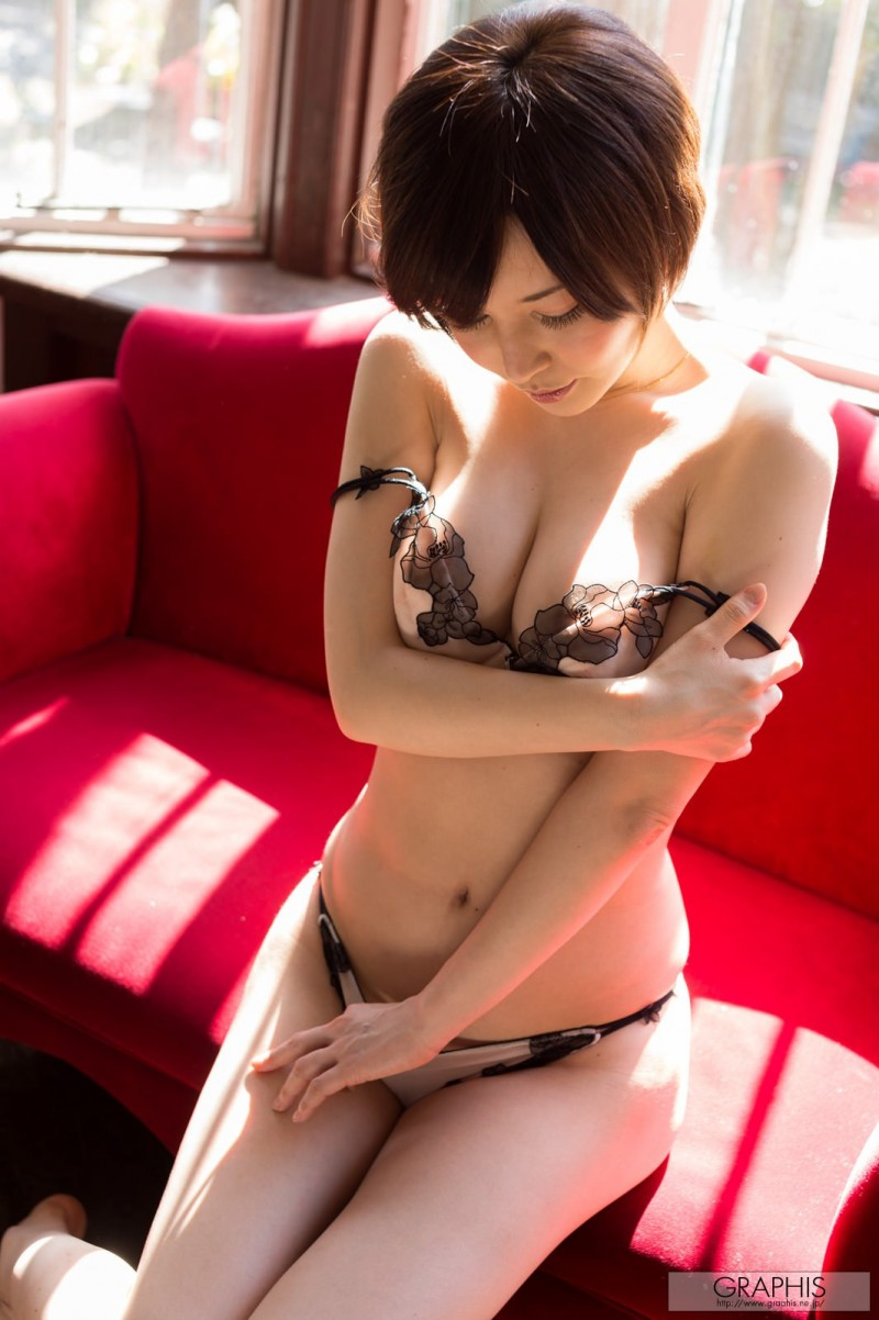 yuria-satomi-naked-home-graphis-23