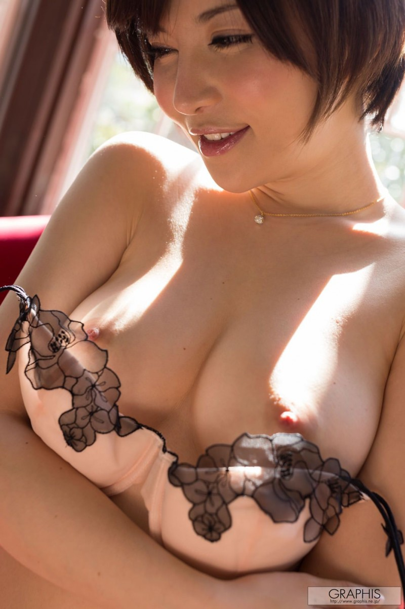 yuria-satomi-naked-home-graphis-25