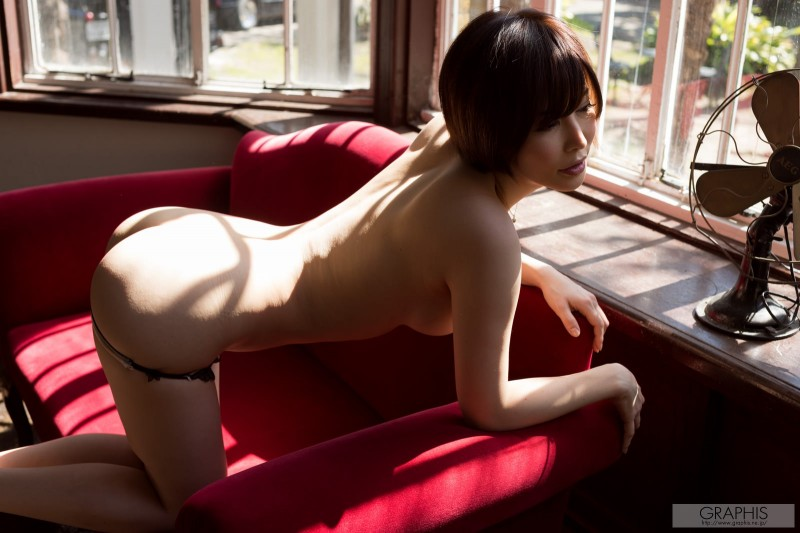 yuria-satomi-naked-home-graphis-30