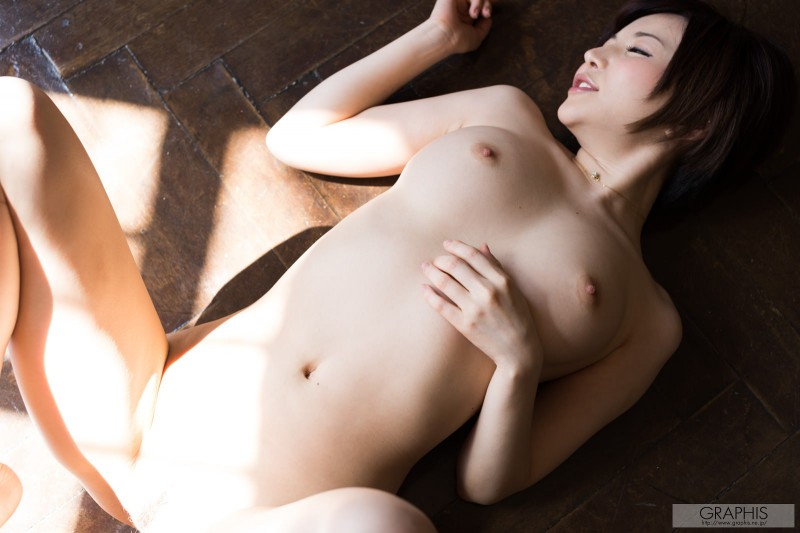 yuria-satomi-naked-home-graphis-39