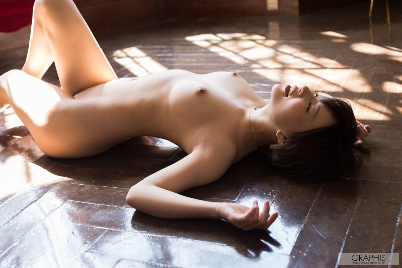 yuria-satomi-naked-home-graphis-40