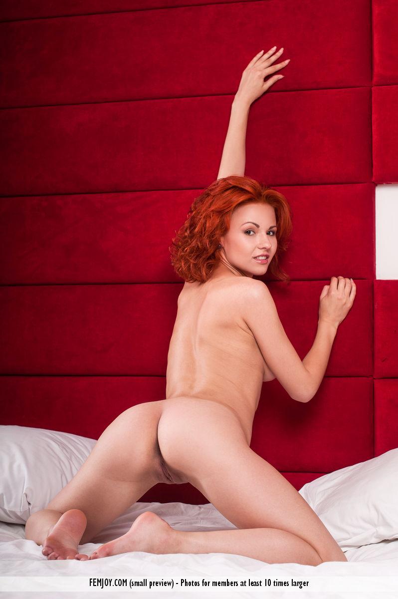 jenaya-s-redhead-green-lingerie-femjoy-12