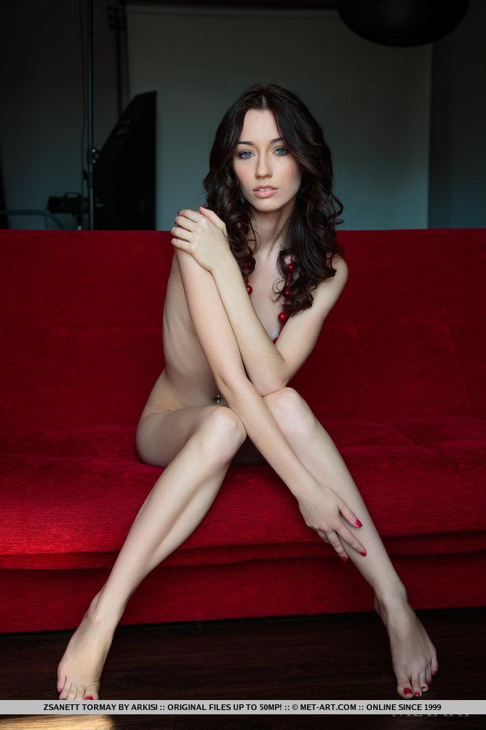 zsanett-tormay-couch-nude-metart-06