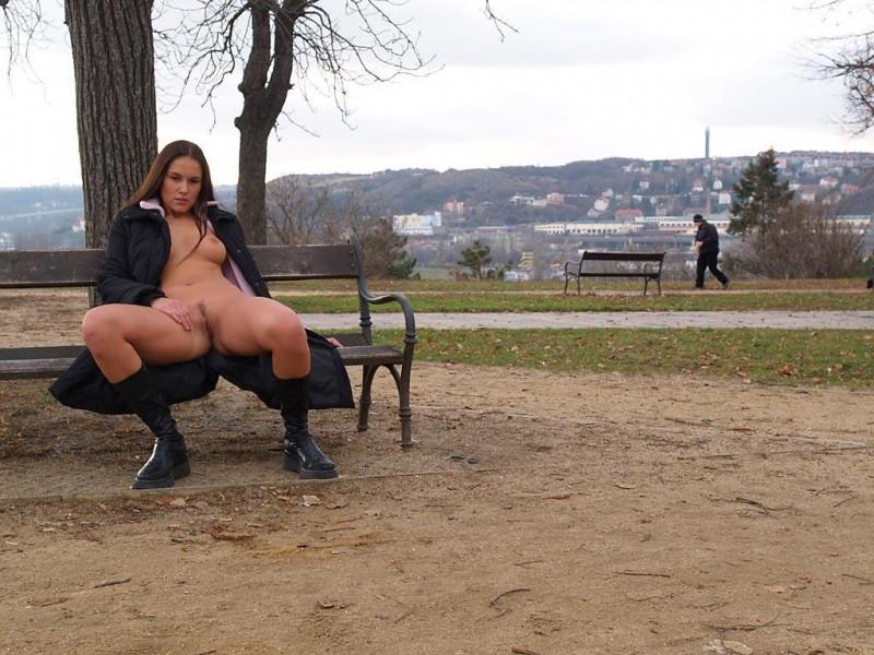 zuzana-presova-nude-in-public-08