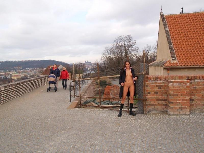 zuzana-presova-nude-in-public-11