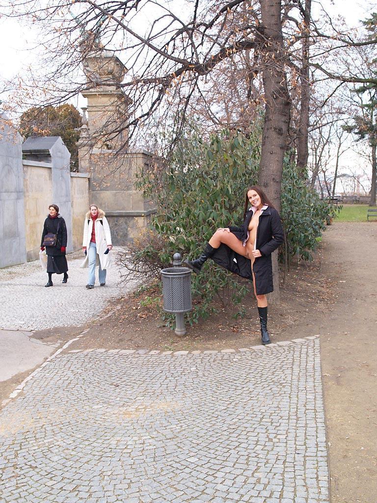 zuzana-presova-nude-in-public-15