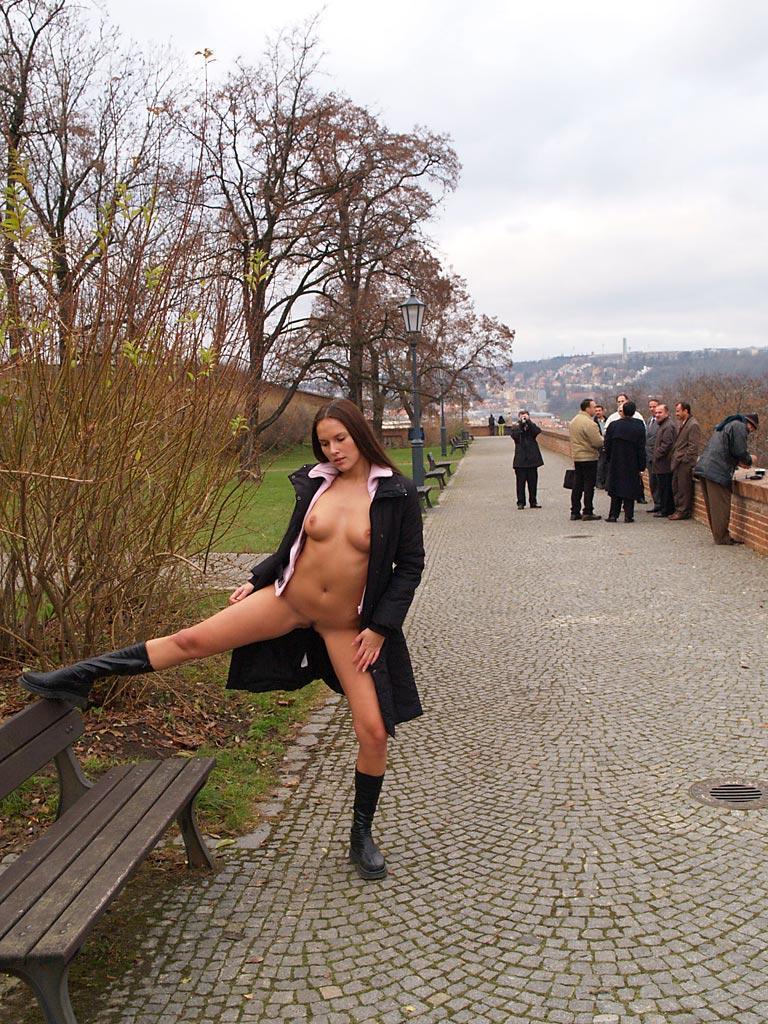zuzana-presova-nude-in-public-16
