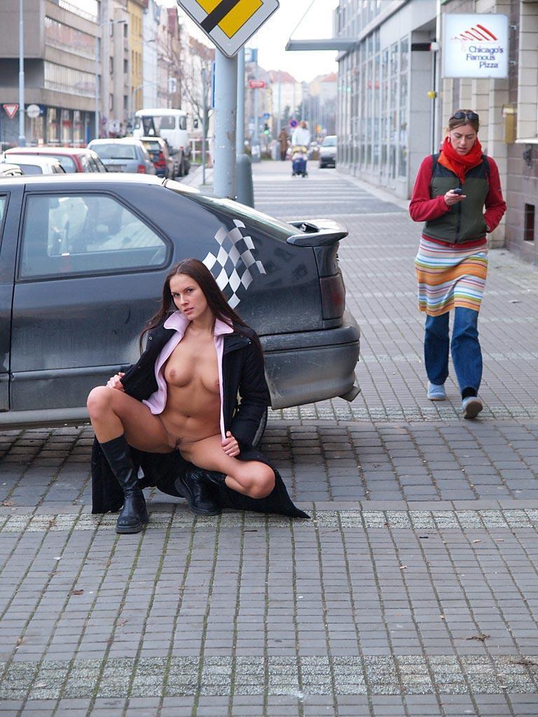 zuzana-presova-nude-in-public-20
