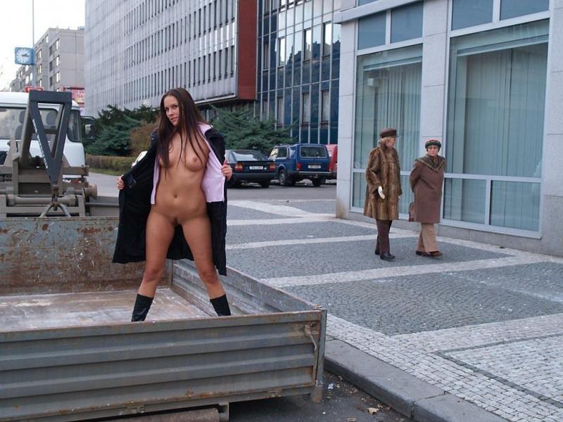 zuzana-presova-nude-in-public-21