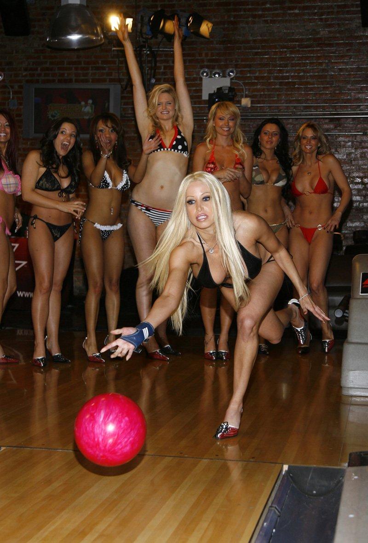 Bowling in bikini