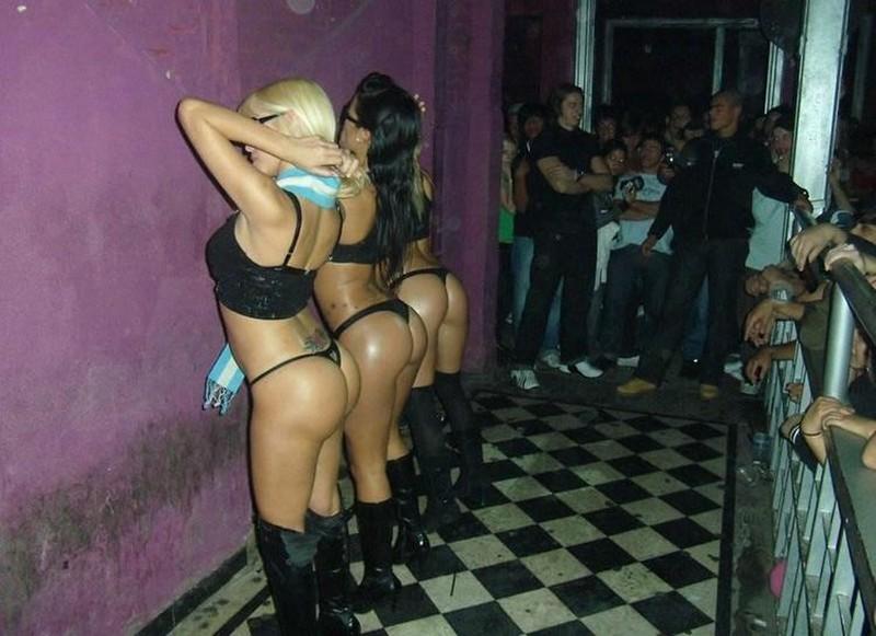 Dancing chicks