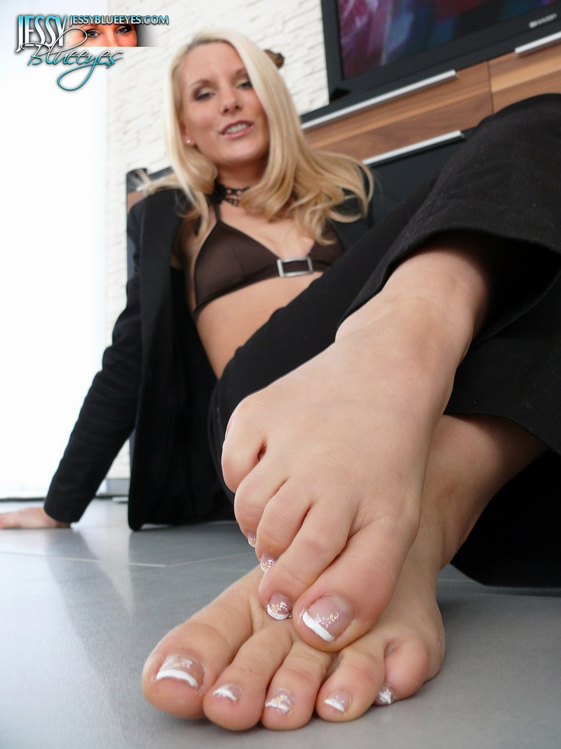 sexy naked feet women