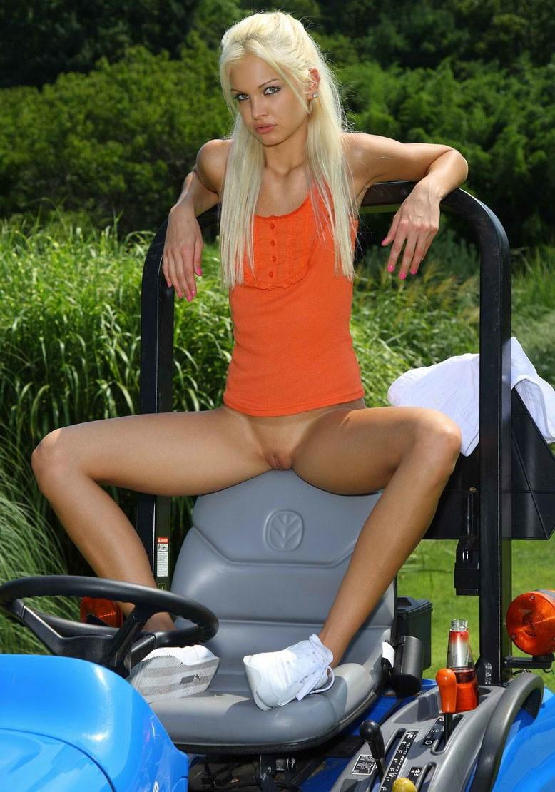 nude tractor girls