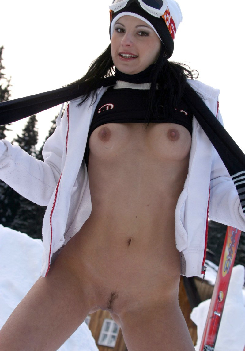 Naked girl on skis
