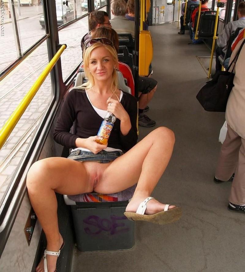 Читать порно в транспорте