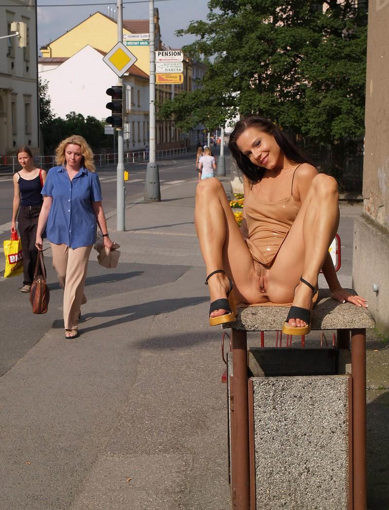 streets Nude on