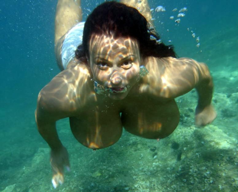Nude under water