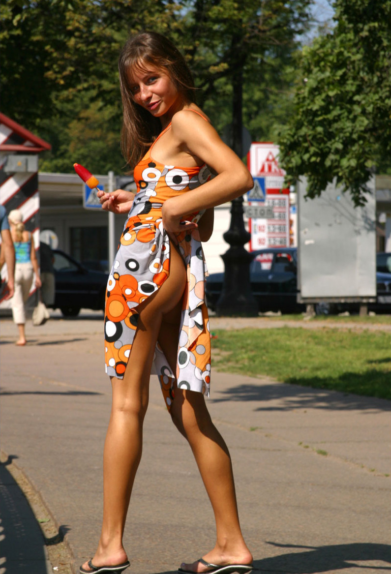Vika nude in public