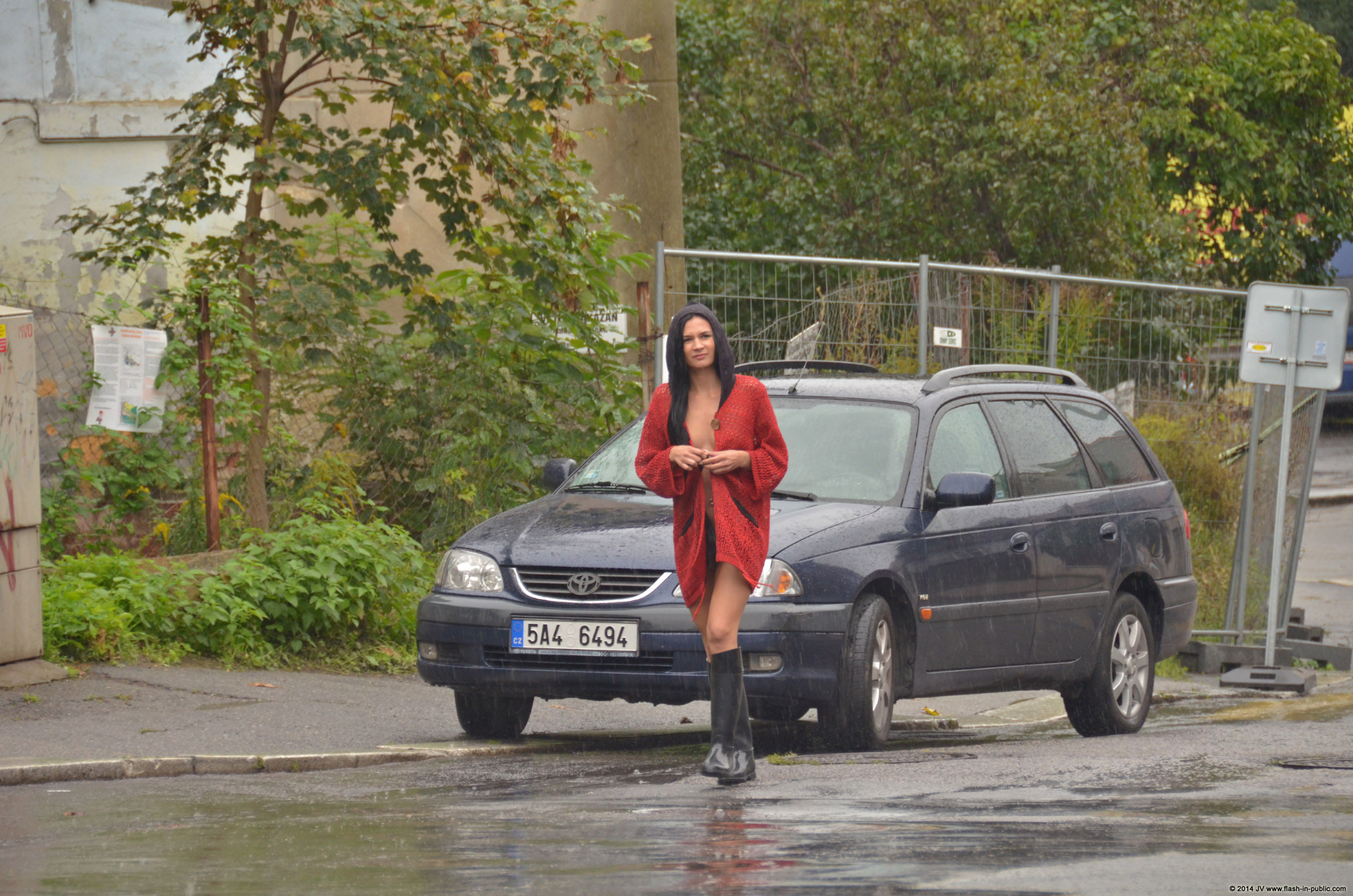 adela-brunette-nude-rain-wet-flash-in-public-13