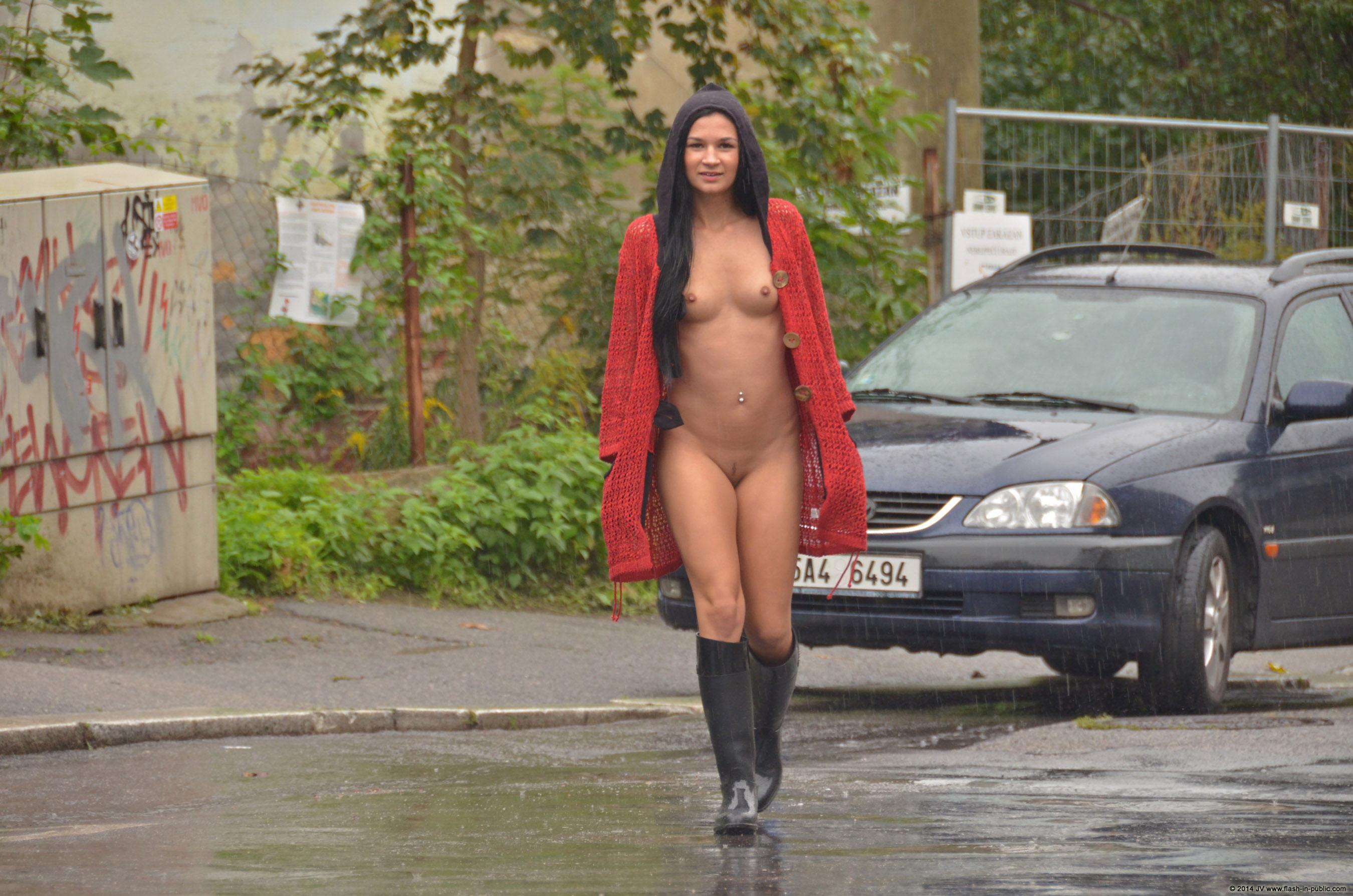 adela-brunette-nude-rain-wet-flash-in-public-17