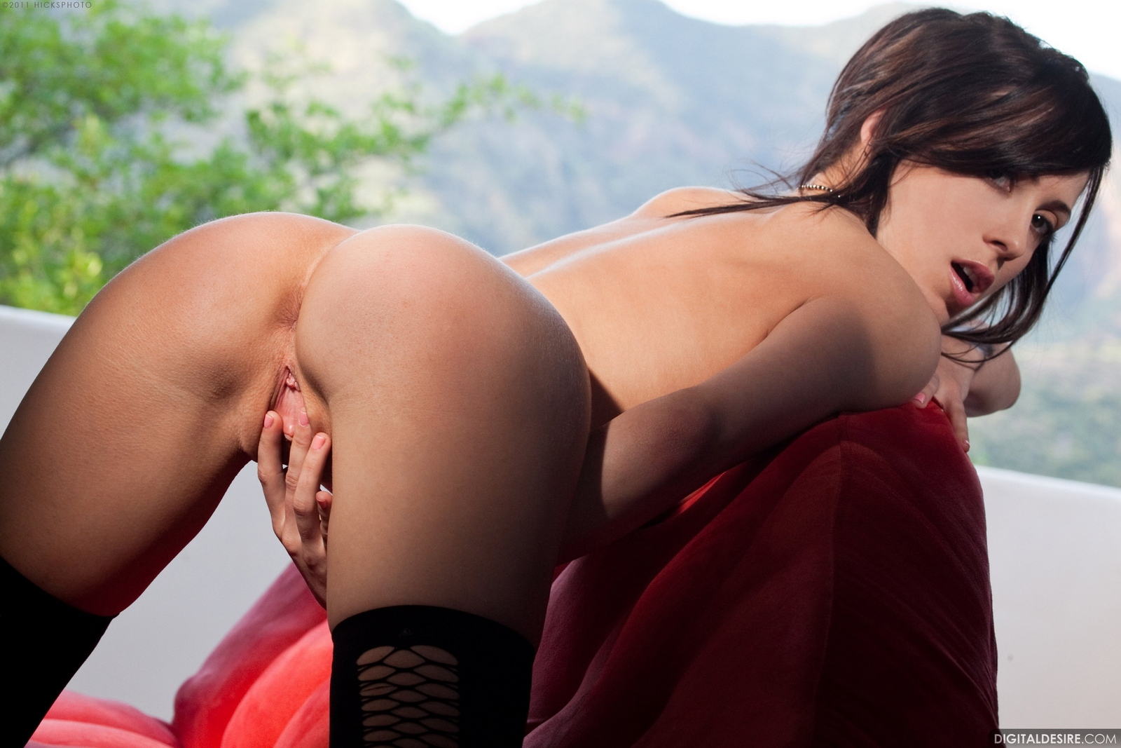 aiden-ashley-stockings-high-heels-nude-shaved-pussy-30