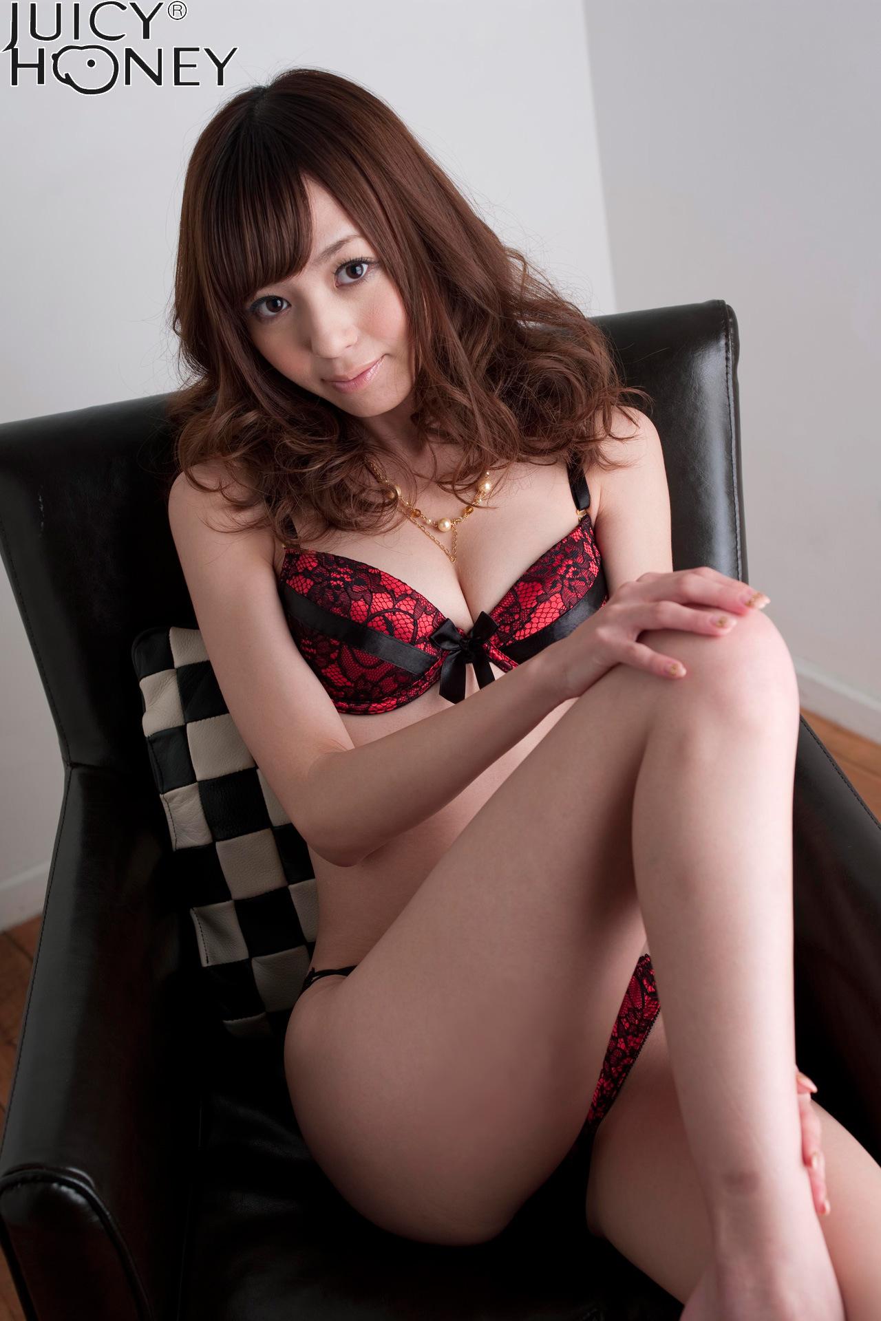 aino-kishi-lingerie-naked-armchair-juicy-honey-05