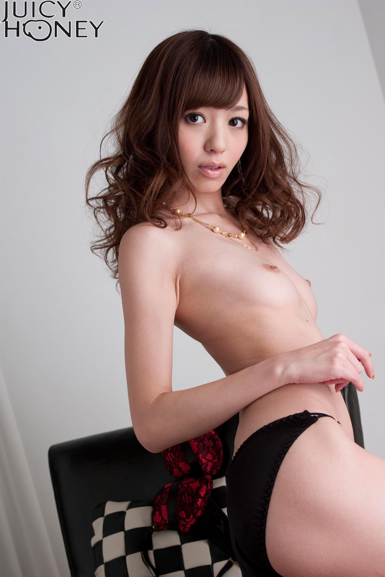 aino-kishi-lingerie-naked-armchair-juicy-honey-15