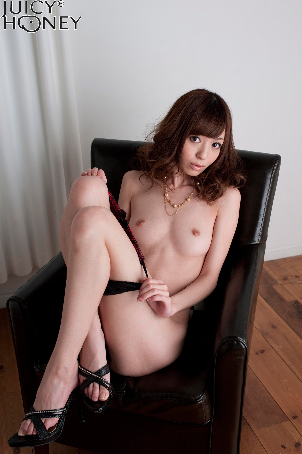 aino-kishi-lingerie-naked-armchair-juicy-honey-18