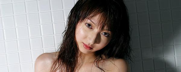 Airu Kaede in bathroom