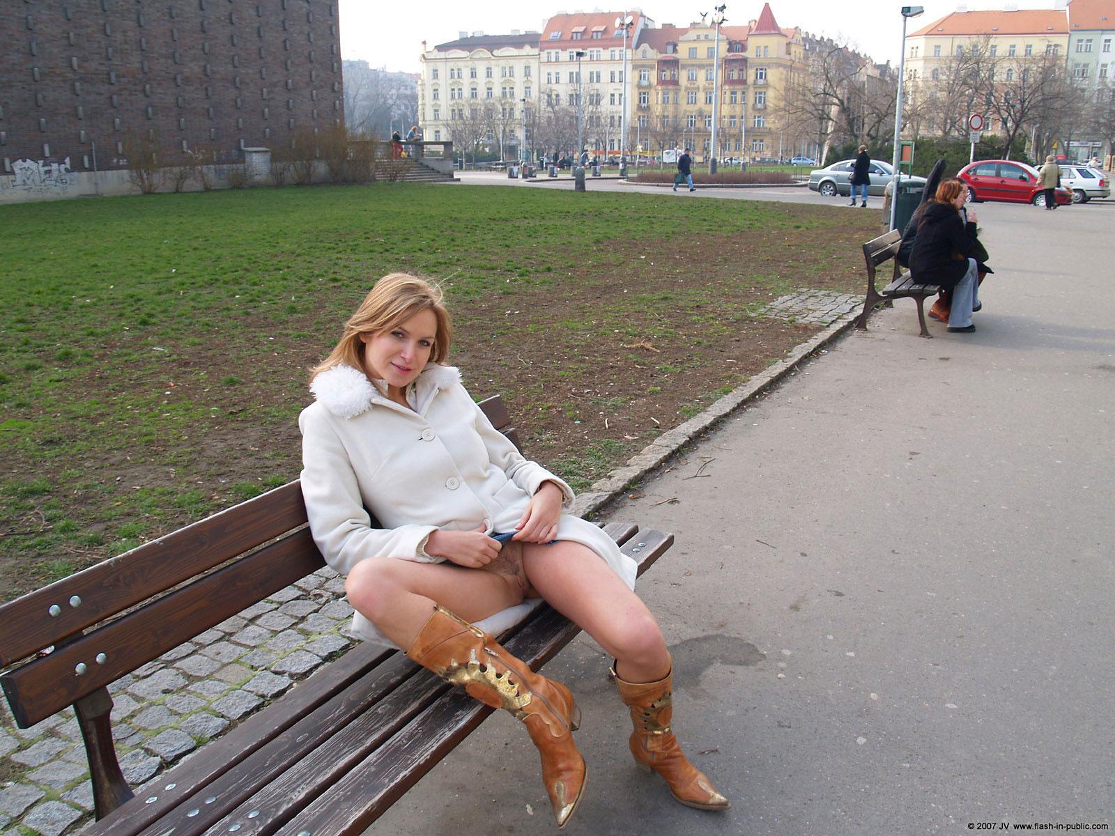 Случайная эротика на улицах, девушки в общаге играют в сексуальные игры видео