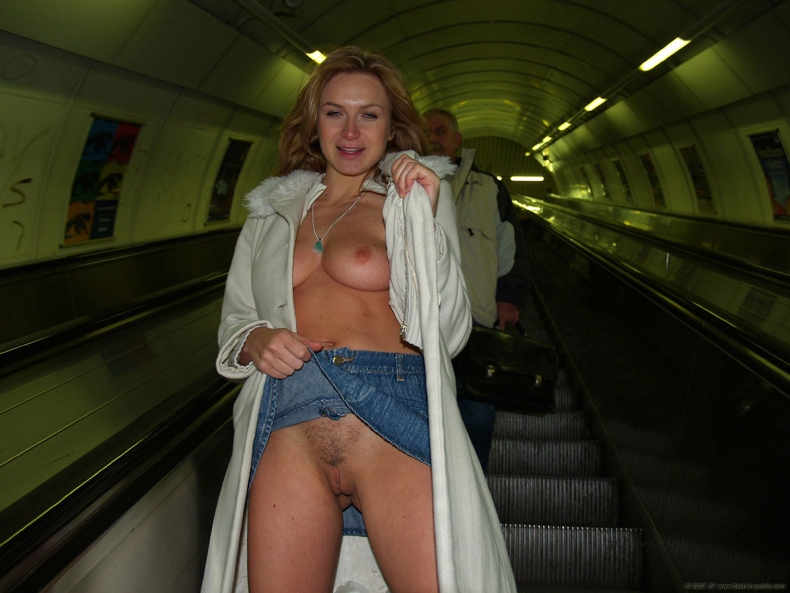 alena-n-jeans-skirt-nude-in-prague-flash-in-public-55
