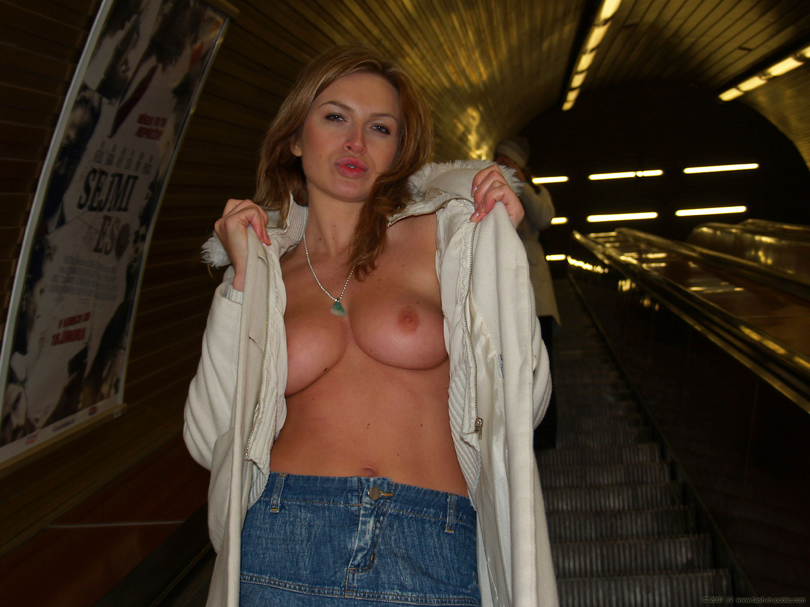 alena-n-jeans-skirt-nude-in-prague-flash-in-public-60